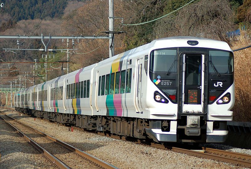 800px-JR_East_E257-through_type_Limited_Express_Kaiji