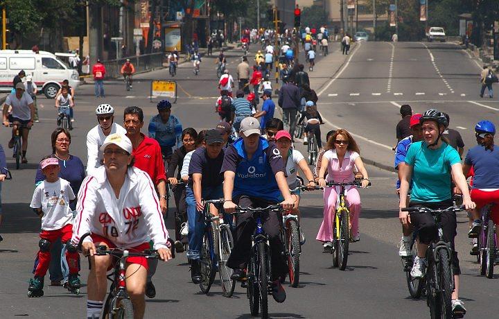 Bogotá conta  367 km de ciclovias ao longo de toda a cidade, inclusive nas periferias.