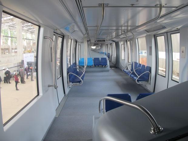 Interior do trem do monotrilho não tem divisões entre os vagões (Foto: Paulo Toledo Piza/G1)