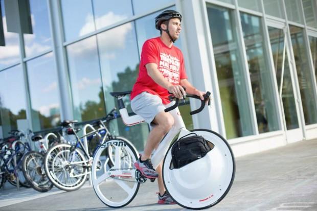 Batizado de Transport Bike, compartimento feito de plástico reciclado consegue levar até 11 quilos.
