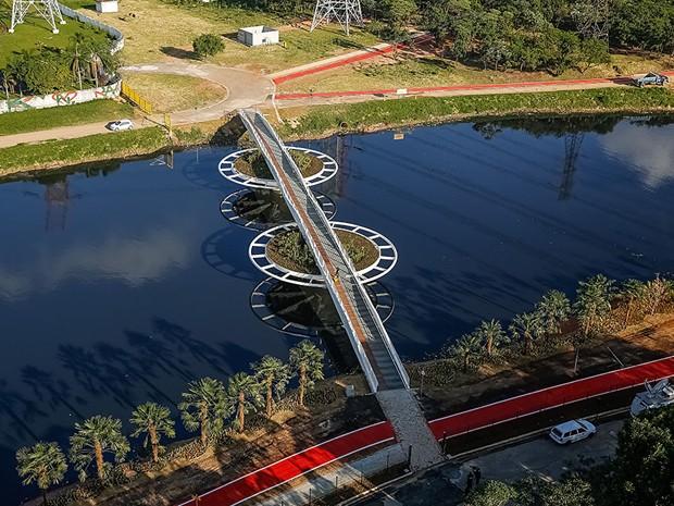 Ponte móvel dá acesso a estação da CPTM e ciclovia (Foto: Bayer/Divulgação)