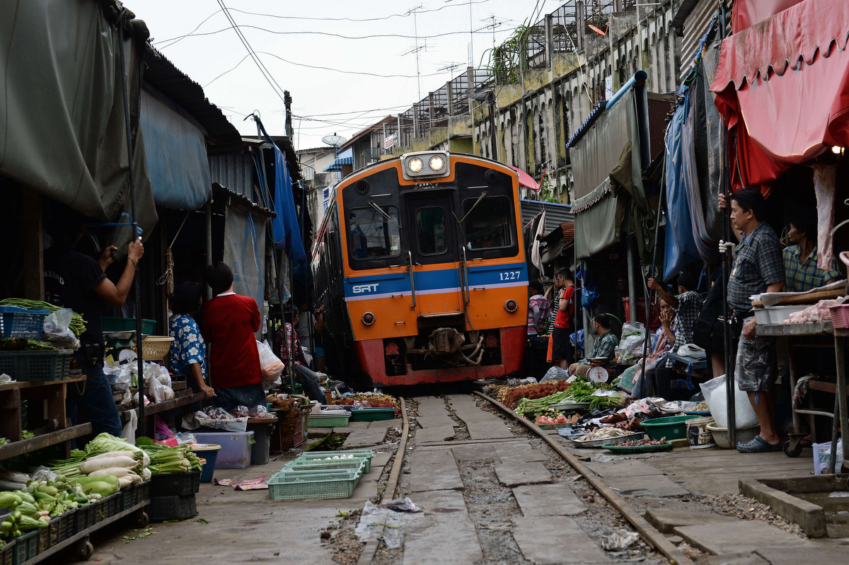 TOPSHOTS-THAILAND-TRANSPORT-TRAIN-MARKET