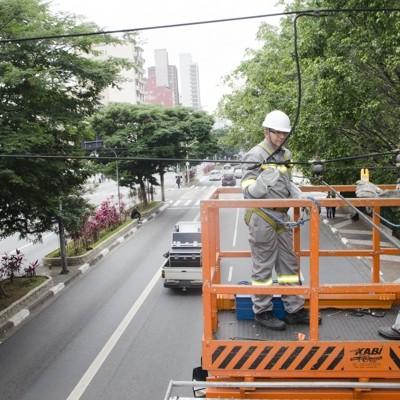 Segue a modernização da rede elétrica dos trólebus em SP