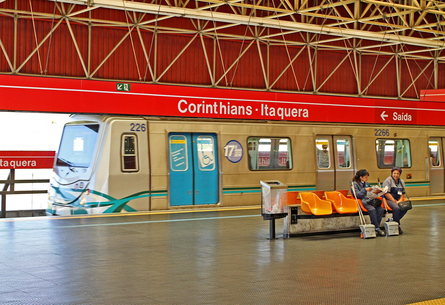 O Governador, Geraldo Alckmin, entrega 4 tens modernizados para o metro.