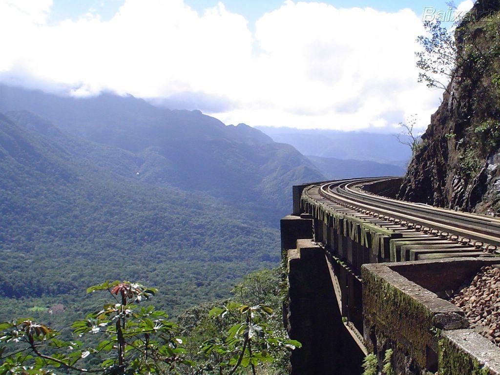 http://www.baixaki.com.br/imagens/wpapers/BXK17337_estr.ferro-paranagua-curitiba-viaduto-carvalho800.jpg
