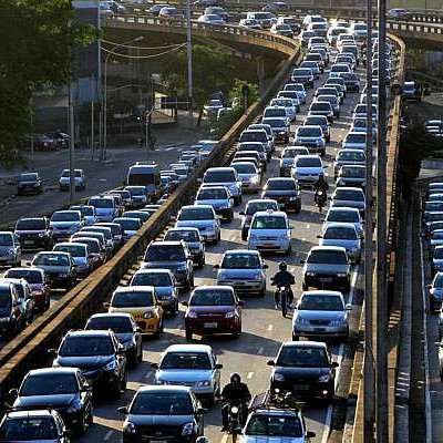 Deslocamentos por carros representam 85% dos gastos mas só atendem 31% das pessoas