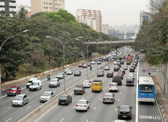 Ônibus estão mais rápidos na Av. 23 de Maio com faixa exclusiva, diz instituto