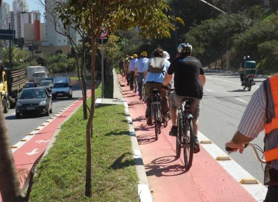 Prefeitura de SP vai dar incentivo fiscal para empresas com bicicletários e vestiários