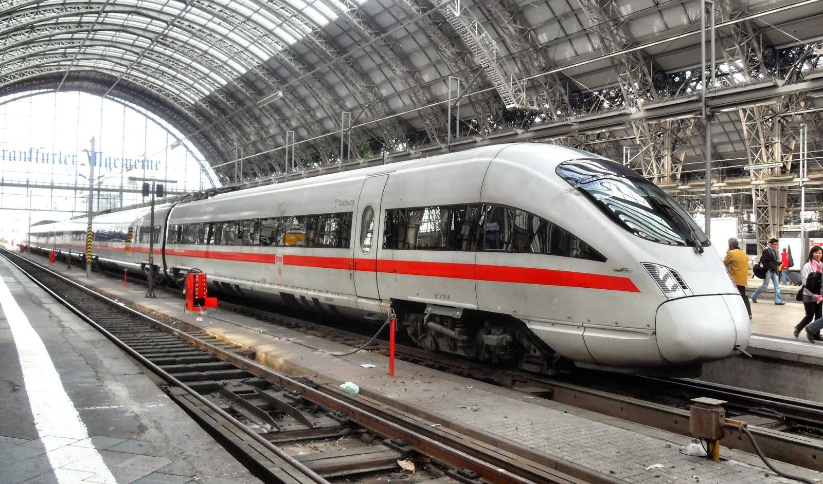 Frankfurter_(Main)_Hauptbahnhof-_auf_Bahnsteig_zu_Gleis_5-_Richtung_Mainz_(ICE_4011_091-8_(Tz_1191)_Salzburg)_8.4.2009