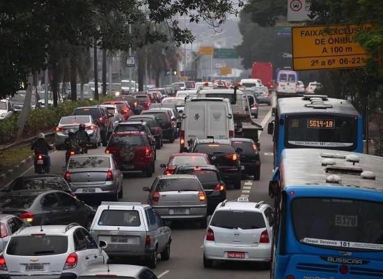 Prefeitura de SP suspende corredor de ônibus na 23 de Maio e Celso Garcia