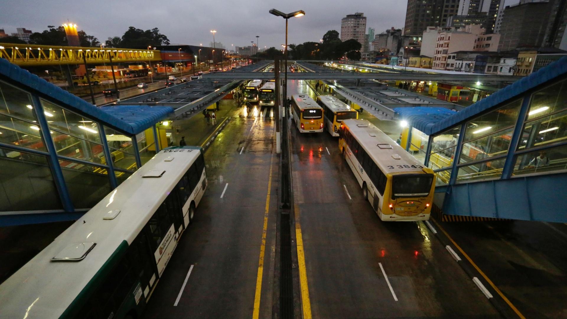 23mai2014---o-terminal-parque-dom-pedro-2-no-centro-de-sao-paulo-amanheceu-funcionando-normalmente-nesta-sexta-feira-23-os-motoristas-e-cobradores-de-onibus-que-haviam-paralisado-o-servico-na-1400849524406_1920x