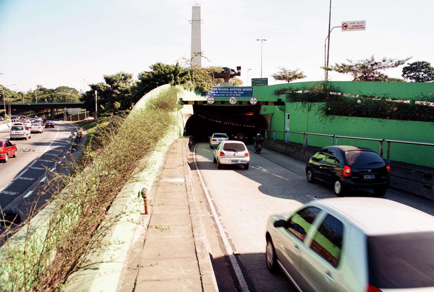 42_20130626014911_tunel-ayrton-senna-2-
