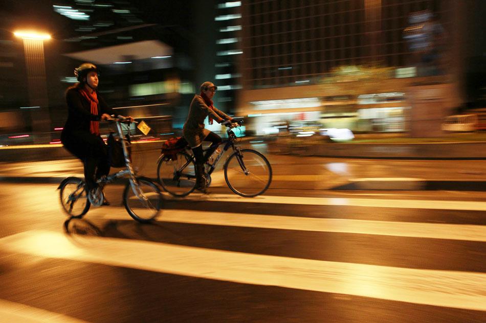 """BICICLETA SAO PAULO JT GERAL ESPECIAL Grupo """"Pedalinas"""" de mulheres que se reunem para andar de bicicleta. As moças costuma se encontrar na Praça do Ciclista,"""