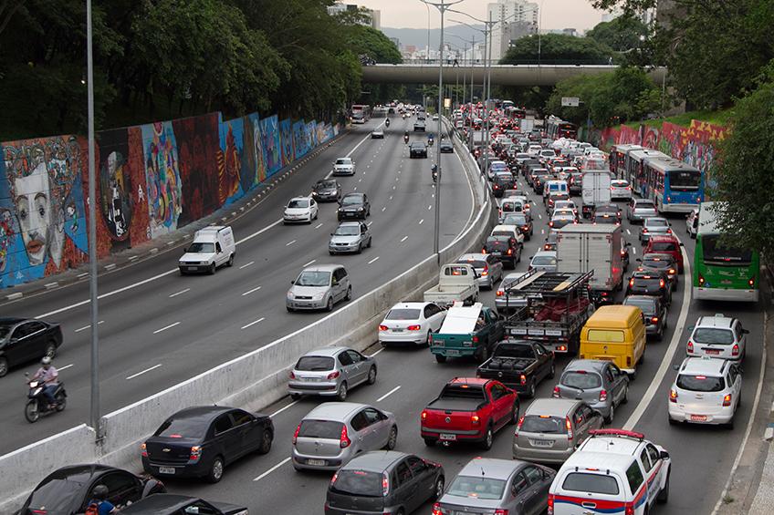 b140c60da Trânsito em SP faz Brasil perder R$ 156,2 bi do PIB - Via Trolebus