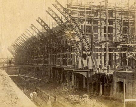 """Construção da atual estação da Luz em 1899 - Extraída do site """"Estações Ferroviárias"""""""