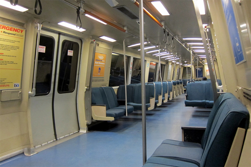 Interior do trem do sistema BART