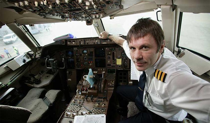 Bruce Dickinson do Iron Maiden pilota a aeronave da banda