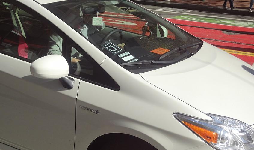 Carro do Uber com identificação. Foto: Caio Lobo