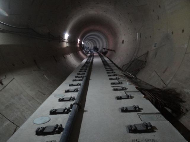 Instalação dos trilhos | Foto: Divulgação Metrô