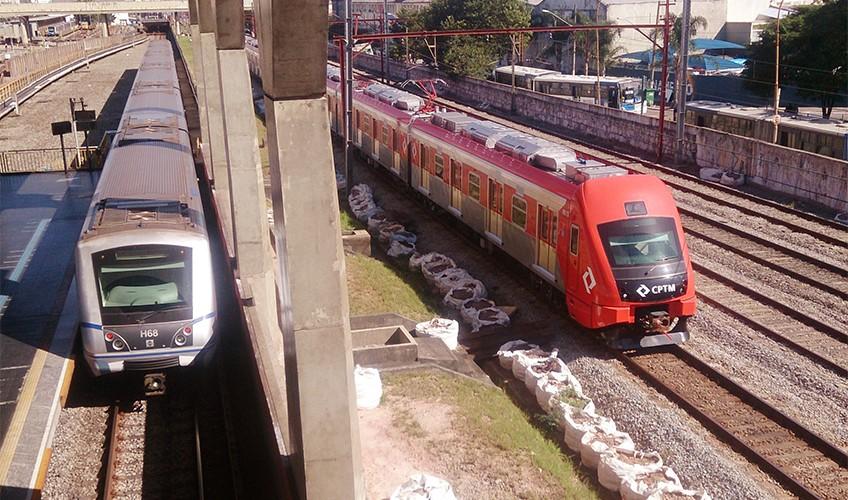 Trem da série 8500 em testes no Expresso leste | Foto: Renato Lobo