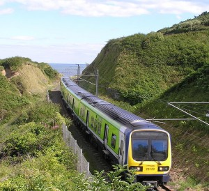 800px-dart_train_approaching_bray_from_bray_head_wicklow_ireland_2010