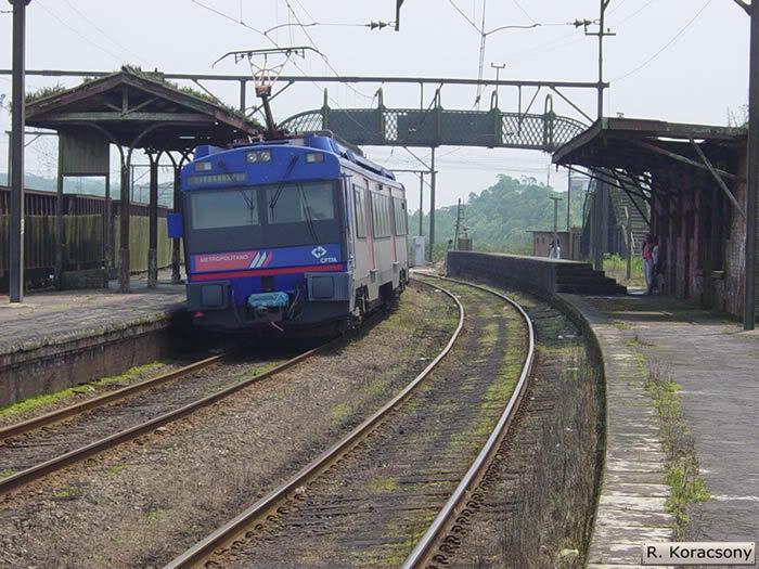 Série 2100 da CPTM na Extinta estação Campo Grande, quando trem metropolitano atendia a Vila de Paranapiacaba