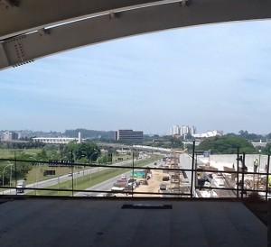 Vista da plataforma da estação Aeroporto sentido estação Cecap
