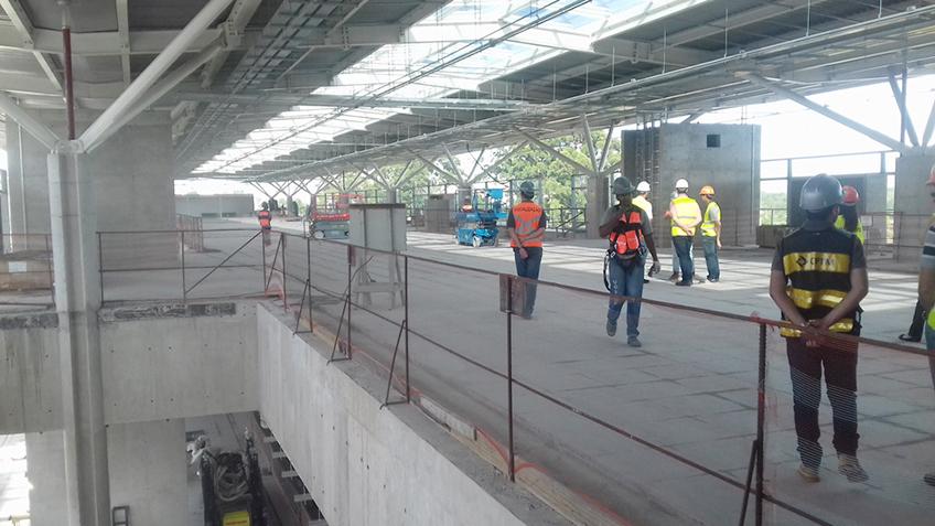 Estação Engenheiro Goulart no mesmo pavimento das linhas de bloqueios