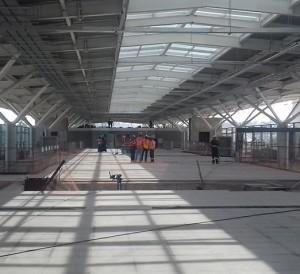 Estação Engenheiro Goulart, e a instalação da cobertura em fase final