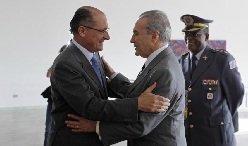 SP - ALCKMIN/TEMER - POLÍTICA - O governador de São Paulo, Geraldo Alckmin (PSDB)(e), recebe o vice-presidente da República, Michel Temer(PMDB), no Palácio dos Bandeirantes, na zona sul da capital paulista, nesta quinta-feira (06).  06/01/2011 - Foto: NELSON ANTOINE/FOTO ARENA/AE