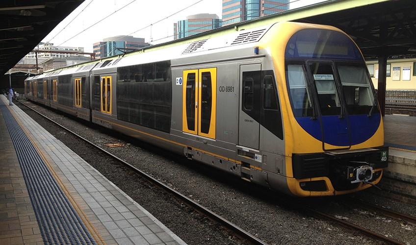 Sydney_Trains_H_set_(Oscar)_at_Central_Stations