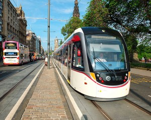Edinburgh_tram_03_first_day_of_operation