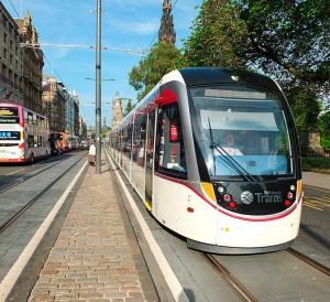 Edinburgh_tram_03_first_day_of_operation