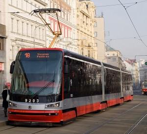 1200px-Karlovo_náměstí,_Škoda_15T