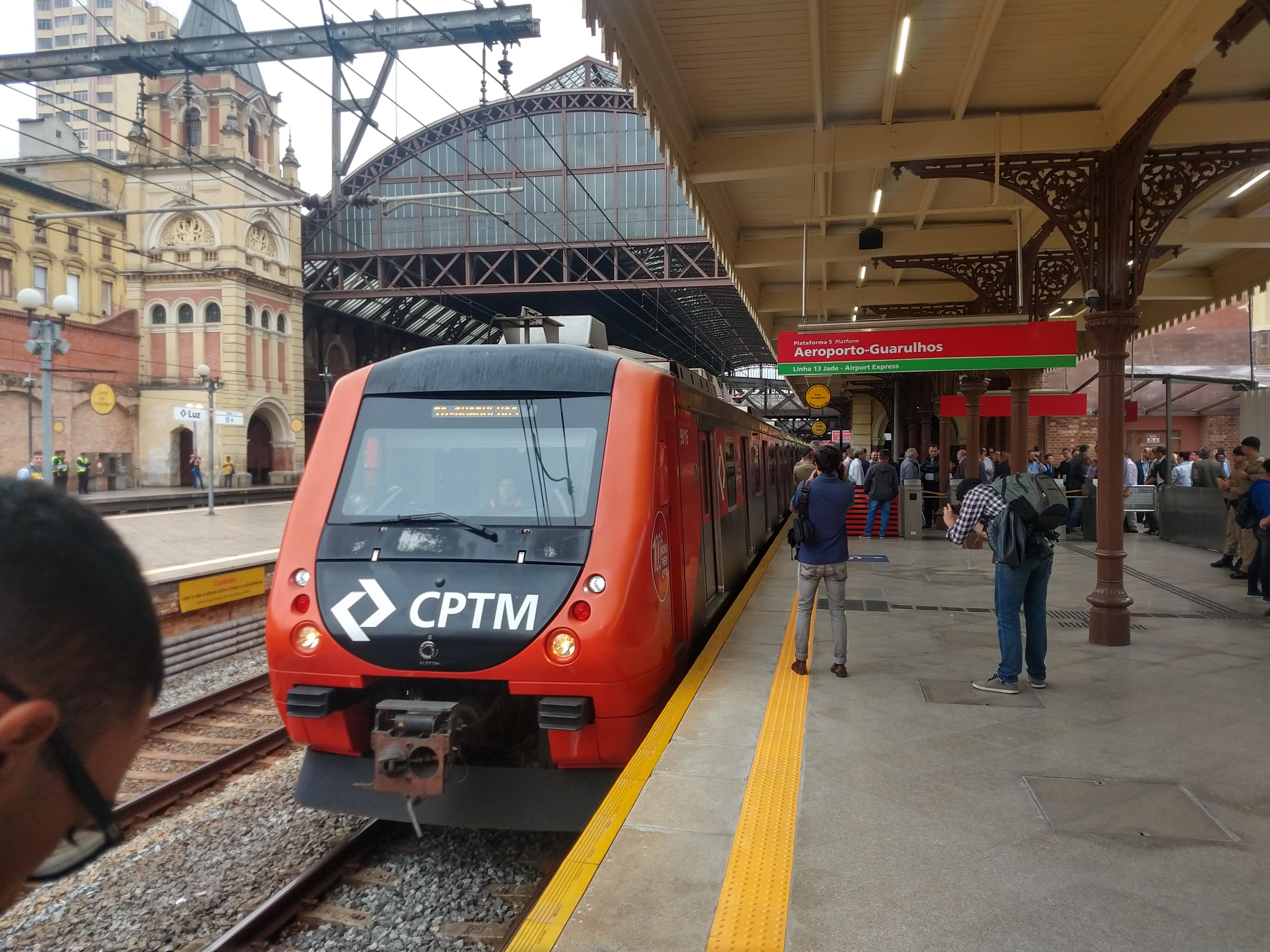Plataforma do serviço Airport Express, entre a Luz e o Aeroporto de Guarulhos | Foto: Renato Lobo