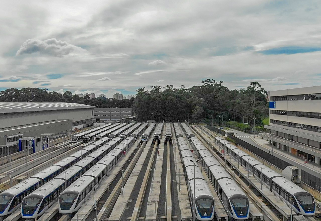 1280px-Viagem_de_Inspeção_no_trecho_Oratório-São_Mateus,_Linha_15-Prata_do_Metrô_(Monotrilho)_(40335906032)
