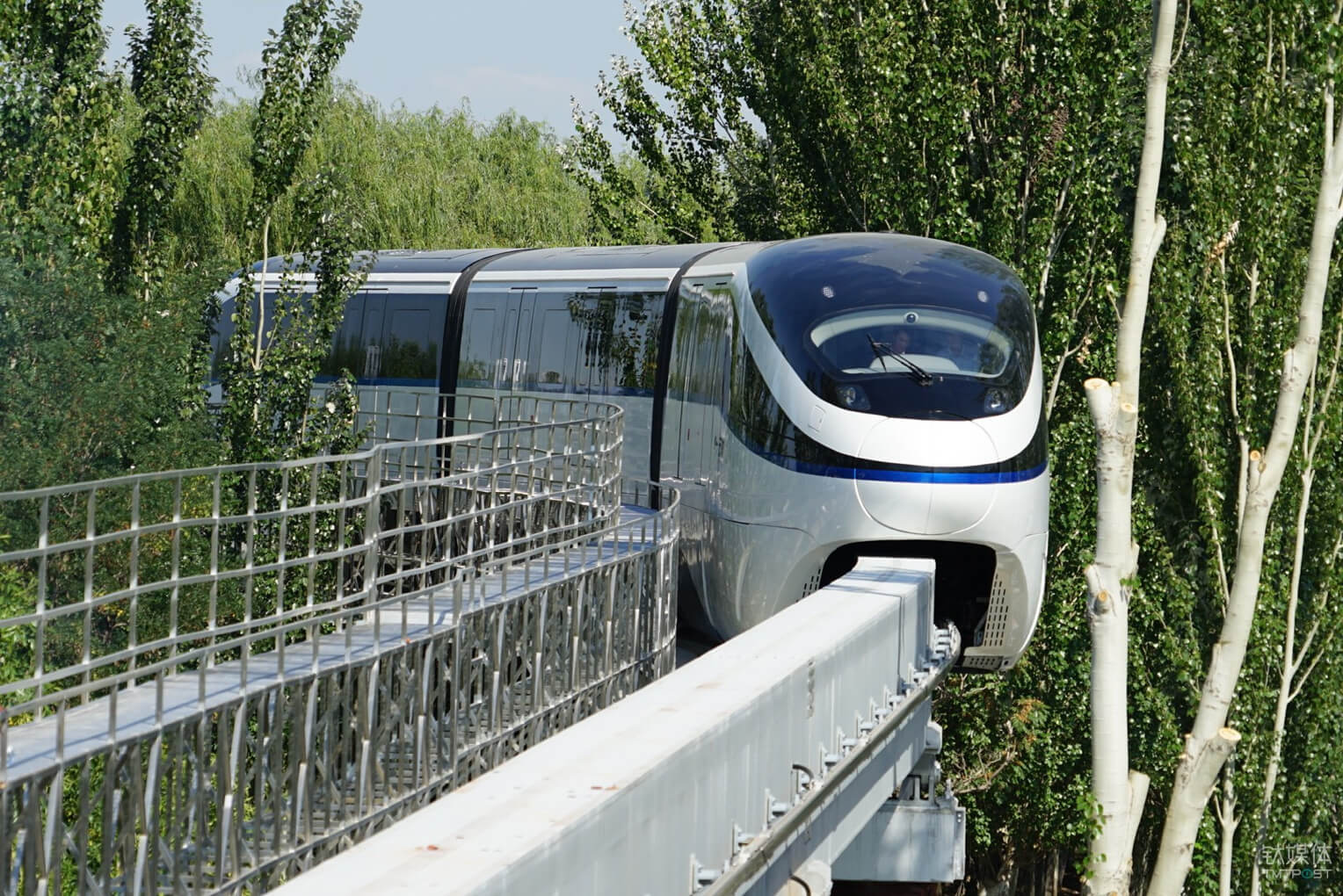 byd-monorail-business