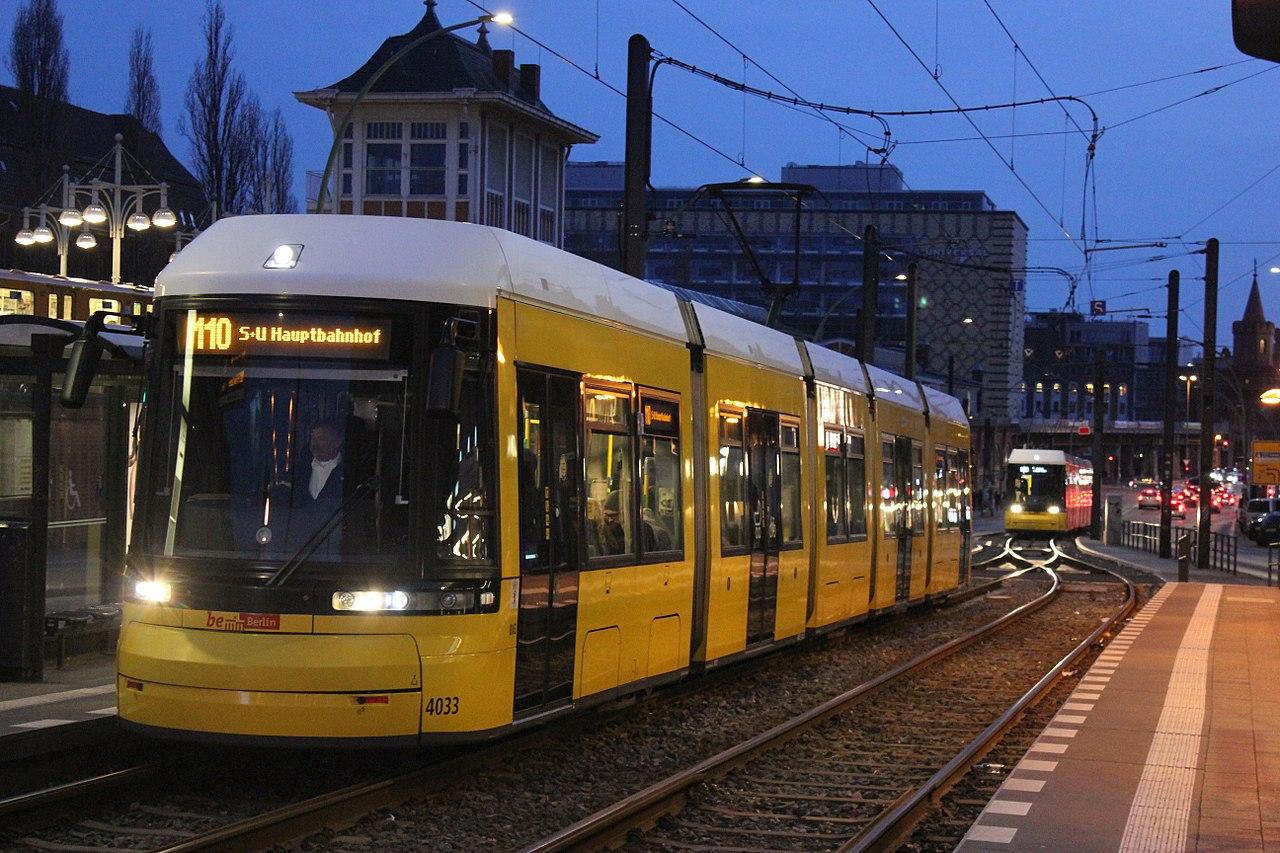 1280px-Berlin_tramwaj_4033