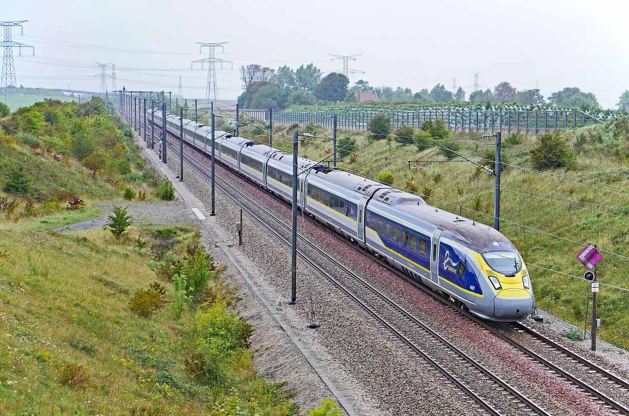 eurostar-train-countryside